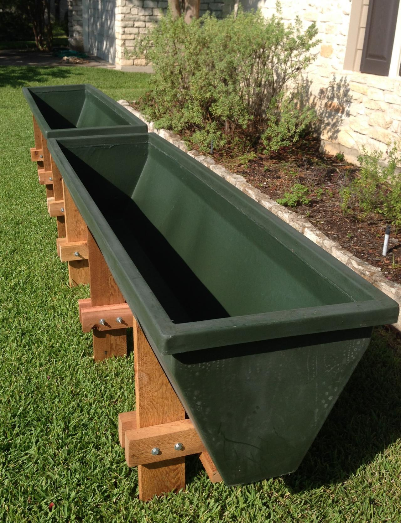 Elevated Garden Planters · Close Up View Of The Raised Garden ...